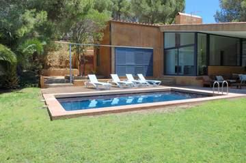 Alquiler apartamentos costa brava calella de palafrugell for Casas con piscina barcelona alquiler