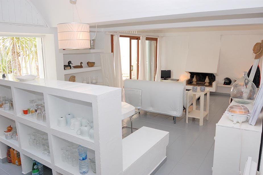 belle maison rez de chauss e avec jardin priv et piscine communautaire tamariu. Black Bedroom Furniture Sets. Home Design Ideas