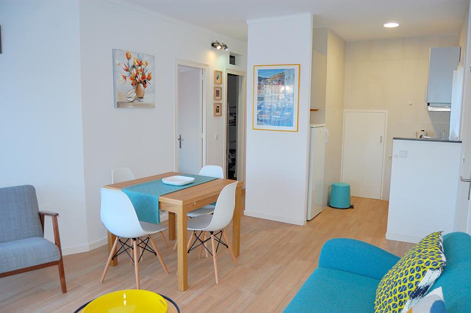 sch ner wohnung erdgeschoss zu tamariu. Black Bedroom Furniture Sets. Home Design Ideas