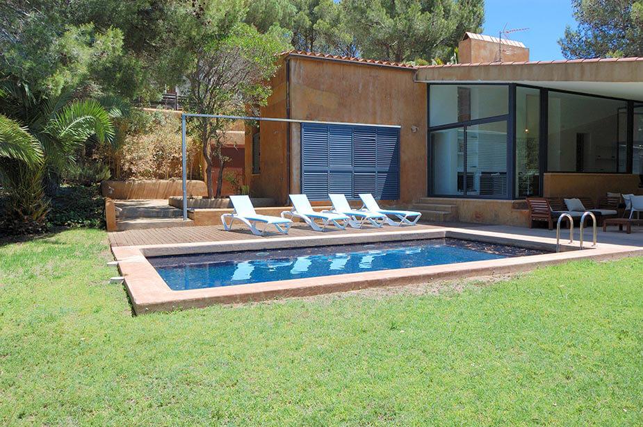 Fant stica casa individual moderna c moda planta baixa for Apartamentos vacacionales con piscina