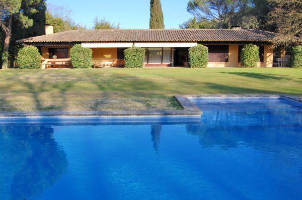 Oferta chalets planta baja en el baix empord piscina - Chalet una planta ...