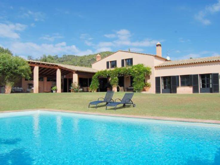 L gante maison de campagne avec jardin et piscine priv e au baix emporda mont ras for Construction piscine 972