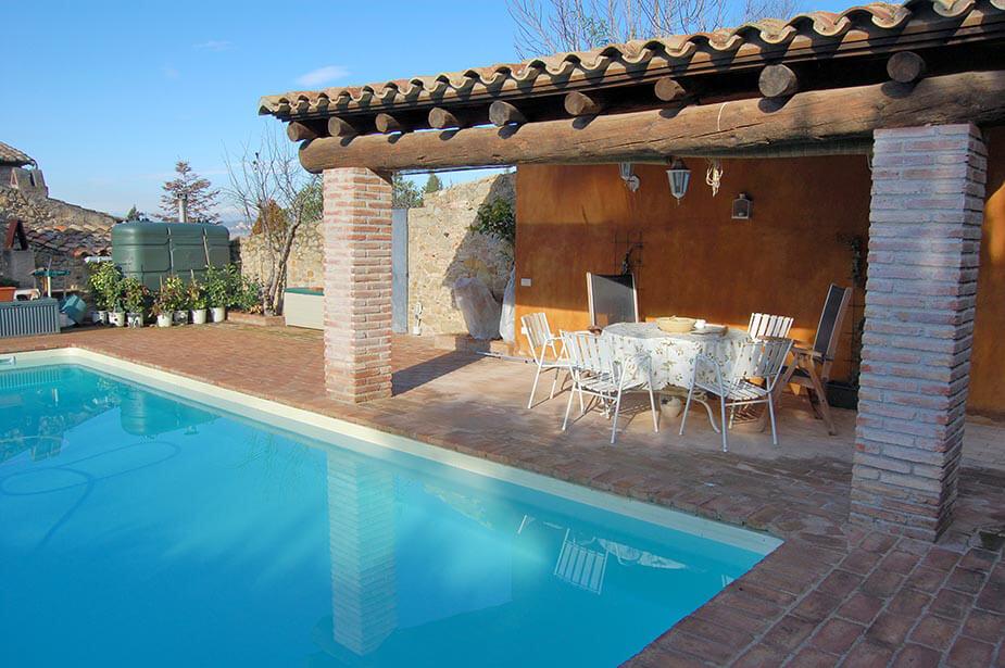 Agr able maison en pierre avec jardin et piscine priv e au baix empord jafre for Construction piscine 972